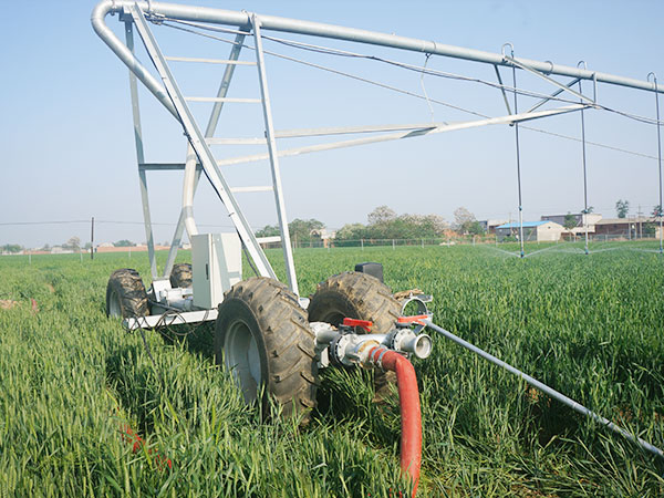 Moving Lateral Irrigation Machines