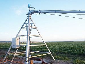 What are the advantages of Center pivot irrigation?