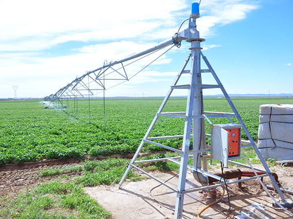 Center-pivot-Irrigation-Machines